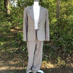 Tahari Arthur Levine 2 pc Herringbone Suit Size 10